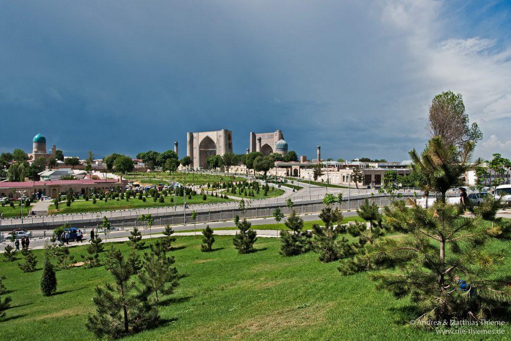 Blick auf Bibi-Khanum-Mausoleum und Bibi-Khanum-Moschee (Samarkand)